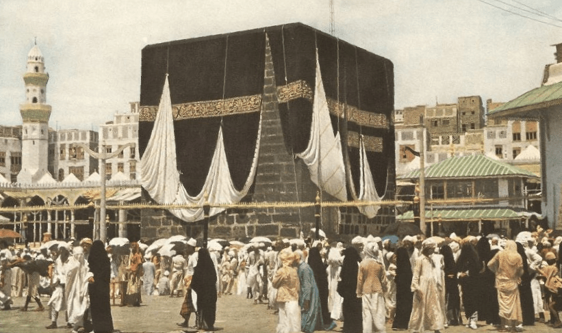Closer view of the Kab'ba.