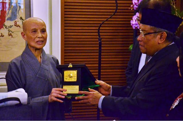 Prof. Dr. KH. Said Aqil Siroj dari Nahdlatul Ulama dan Master Cheng Yen dari Buddha Tzu Chi