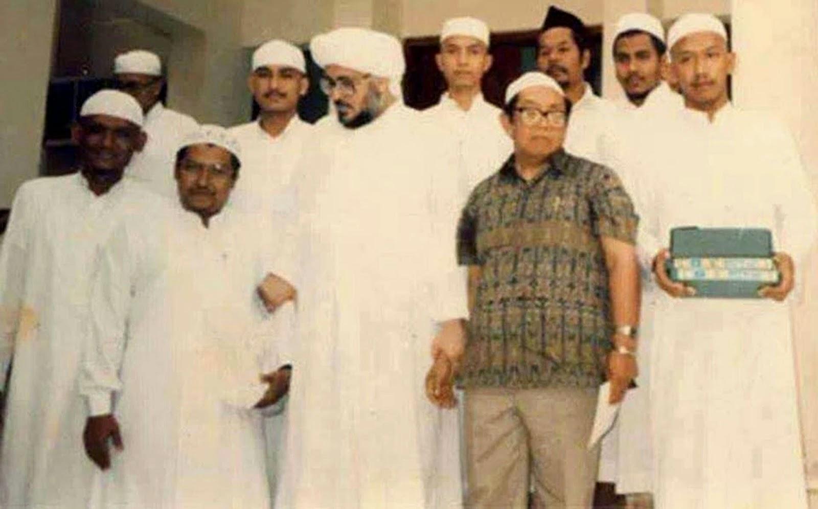 Sayyid Muhammad bin Alawi al-Maliki Menggandeng KH. Abdurrahman Wahid dan KH. Said Aqil Siroj