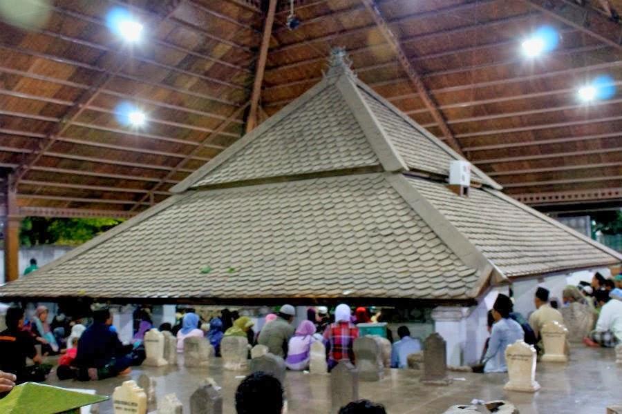 Ziarah kubur di Makam Sunan Bonang