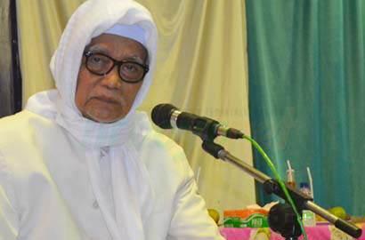 Kiai Anwar Manshuri- Penyebar Hoaks Termasuk Orang Fasik- IslamRamah.co