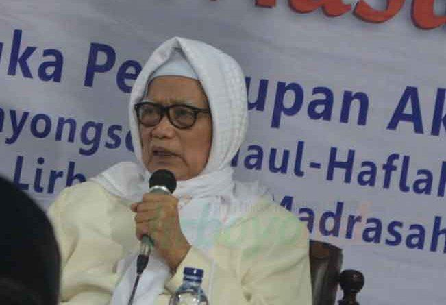 KH Anwar Manshur-Pembelajar Hendaknya Memiliki Sikap Tawadhu'-IslamRamah.co