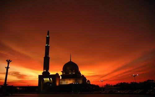 Hoaks Membuat Keberkahan Hidup Sulit Diraih-IslamRamah.co