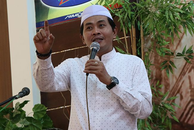 KH Anwar Zahid-Tampilkan Akhlak Sesuai Perintah Al-Quran-IslamRamah.co
