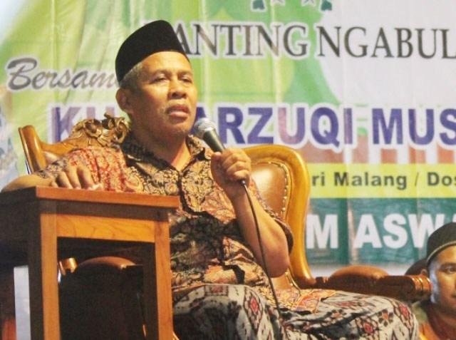 KH-Marzuki-Mustamar-Hati-hati Memilih Guru Agama-IslamRamah.co