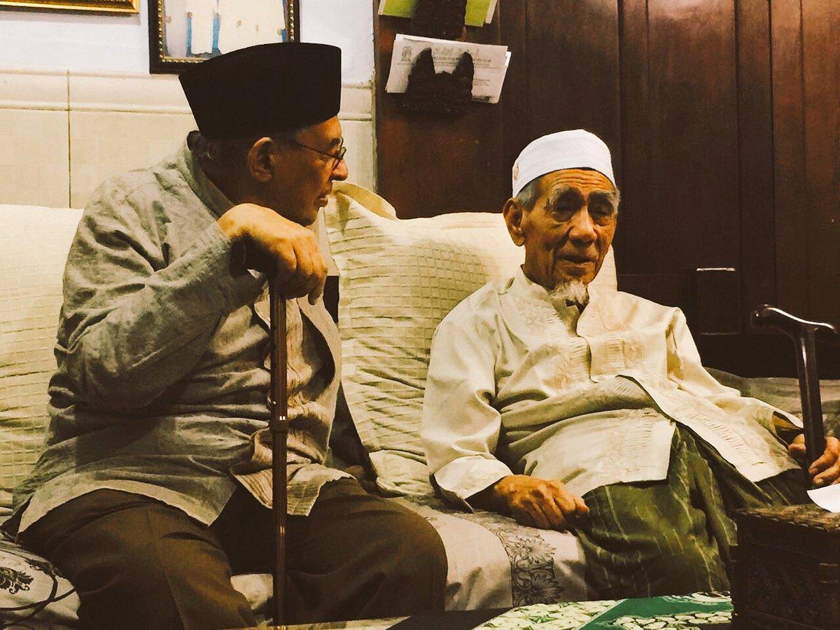 Quraish Shihab-Mbah Moen Seorang Alim Berakhlak Luhur-IslamRamah.co