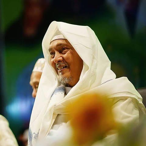 KH Kafabihi Mahrus-Takbir Bukan Untuk Sombong-IslamRamah.co