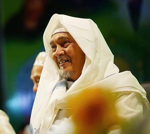 KH Kafabihi Mahrus-Manusia Terhormat karena Akhlaknya-IslamRamah.co