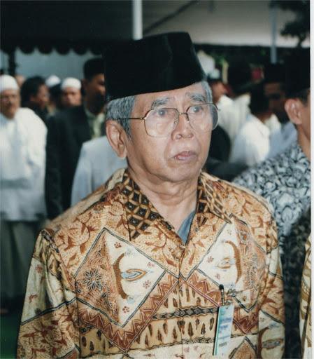 KH Ahmad Warson Munawwir-KH. Ahmad Warson Munawwir- Perintis Kamus Arab-Indonesia-IslamRamah.co