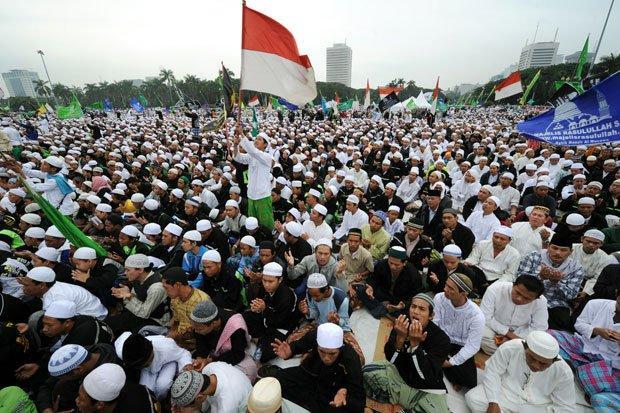 Muslim Yang Merangkul, Bukan Memukul-IslamRamah.co